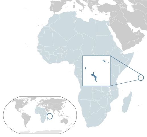 Location of Seychelles (dark blue) –  in Africa (light blue & dark grey) – in the African Union (light blue)  By Alvaro1984 18 - Own work, Public Domain,